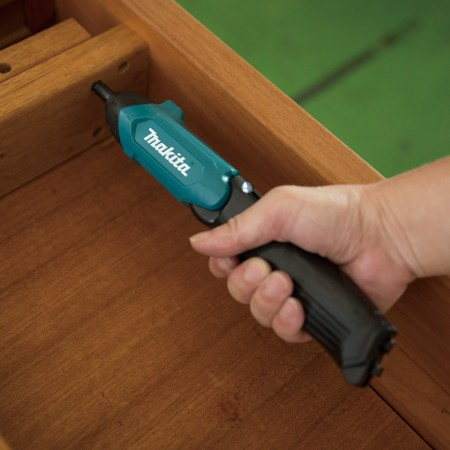 Makita In-Line Cordless Screwdriver DF001D