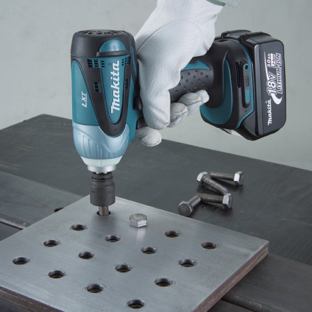 Makita Cordless Impact Wrench DTW253 2